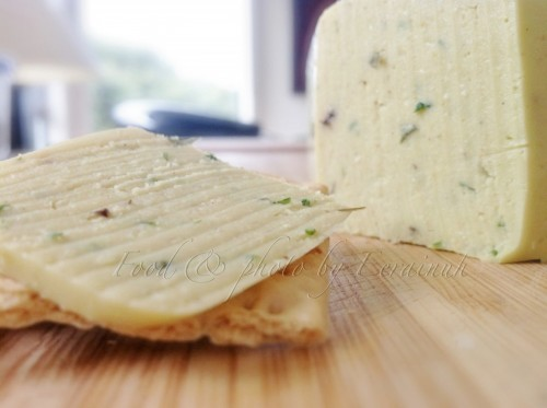 Chives & Tarragon Cheeze