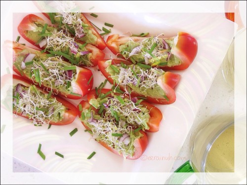 Capsicum Boats w Limey Avo & Sprouts