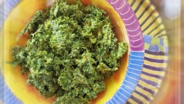 Kale Chips w Curry, Thyme & Garlic