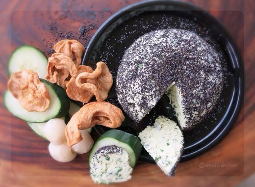 Garlic & Chives Almond Cheeze
