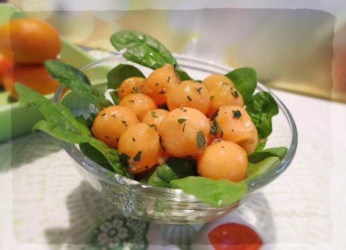 Rockmelon & Spinach Salad w Ginger, Peppermint & Pepper